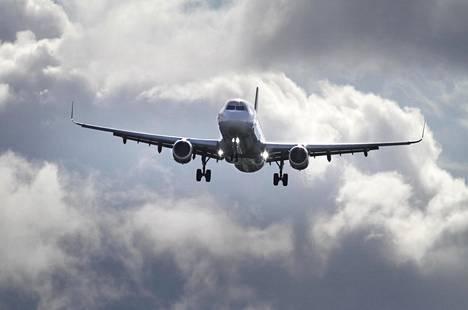 Lentoliikenne aiheuttaa noin kaksi prosenttia globaaleista kasvihuonekaasupäästöistä.