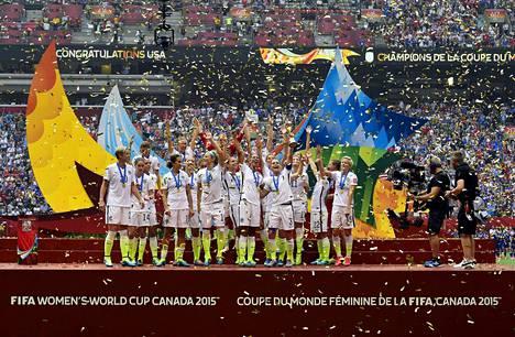 Yhdysvaltojen naisten joukkue voitti MM-kisat vuonna 2015.