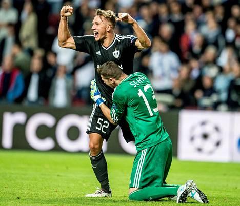 FK Karabahin puolustaja Jakub Rzeźniczak ja maalivahti Ibrahim Šehić juhlivat Tanskassa Kööpenhamina-ottelun jälkeen, kun azerbaidžanilaisjoukkue eteni Mestarien liigan lohkovaiheeseen.