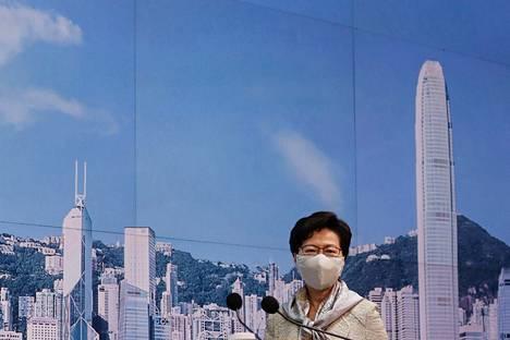 Hongkongin hallintojohtaja Carrie Lam ei kommentoinut uutta lainsäädäntöä tiedotustilaisuudessaan tiistaina.