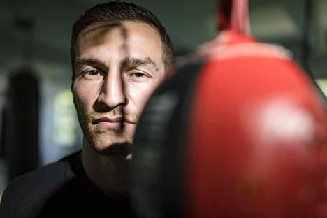 Ammattinyrkkeilijä Edis Tatli on valmiina puolustamaan EM-titteliään ensi lauantaina. Tatli, 30, kohtaa Savonlinnassa espanjalaisen Frank Urquiagan.