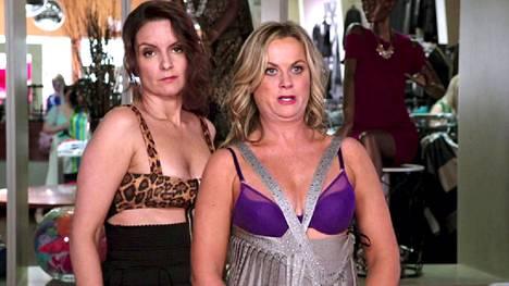 Sisters-elokuvan pääosissa ovat taitavat Tina Fey ja Amy Poehler.