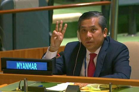 Myanmarin YK-suurlähettiläs Kyaw Moe Tun vetosi kansainväliseen yhteisöön ja pyysi tukea sotilasjuntan kukistamiseksi perjantaina YK:n yleiskokouksessa.