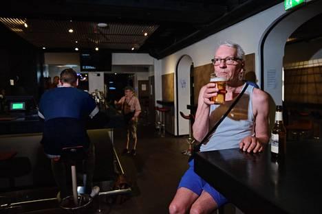 Ari-Pekka Soutelan mukaan parasta Mann's Street Barissa ovat karaoke, henkilökunta ja ystävät. Iltapäivä alkoi Sandels-oluella.