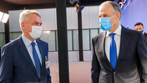 Ulkoministeri Pekka Haavisto ja Naton apulaispääsihteeri Mircea Geoană tapasivat keskiviikkona Brysselissä.