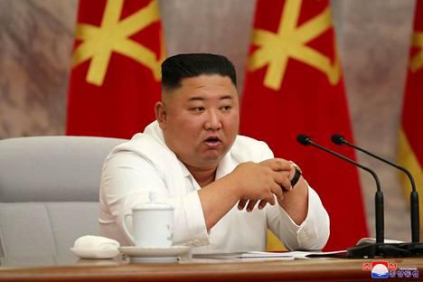 Pohjois-Korean johtaja Kim Jong-un politbyroon kokouksessa 2. heinäkuuta.