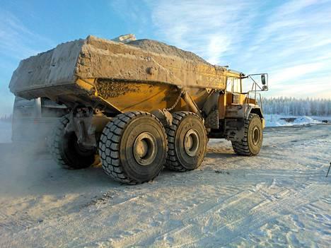 Dumppereita käytetään maansiirtotöissä.