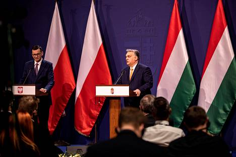 Unkarin pääministeri Viktor Orbán ja Puolan pääministeri Mateusz Morawiecki pitivät lehdistötilaisuuden Budapestissa marraskuun lopussa.