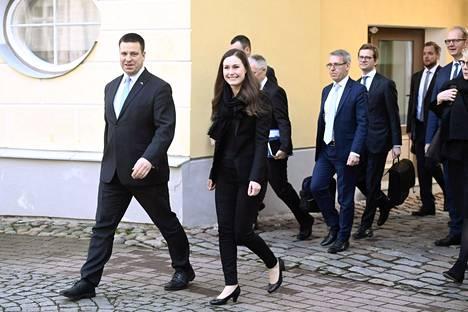 Sanna Marin (sd) tapasi perjantaina muun muassa Viron pääministerin Jüri Rataksen (edessä).