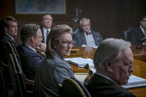 Washington Post -lehden kustantaja Katherine Graham (Meryl Streep) kasvoi vähitellen vastuuseen miesten maailmassa.