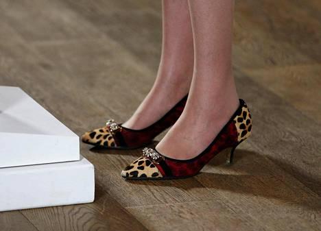Britannian tulevan pääministerin Theresa Mayn kengät kuvattuna puheen aikana maanantaina Birminghamissä Englannissa.