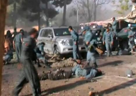 Itsemurhapommittaja iski perjantaina moskeijan ulkopuolella Maimanan kaupungissa Pohjois-Afganistanissa.