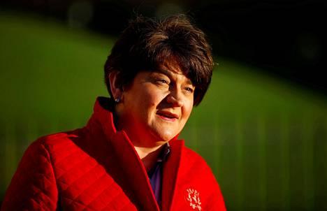 Pohjois-Irlannin hallituksen pääministeri Arlene Foster kannattaa brexitiä. Fosterin johtama Demokraattinen unionistipuolue (DUP) on kuitenkin tyytymätön Pohjois-Irlantia koskeviin ehtoihin.
