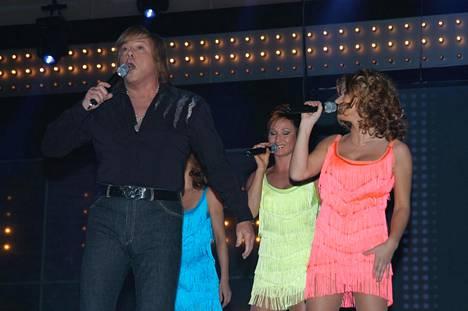Danny ja D'Voices pyrkivät Euroviisuihin vuonna 2004 kappaleella Seven Times Seven.