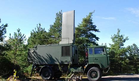 Ruotsalaisen Saabin valmistama vastatykistötutka Arthur (artillery hunting radar).