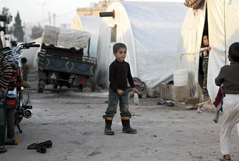 Syyriasta saapuneita lapsia Bab Al-Salamin pakolaisleirillä Turkissa.