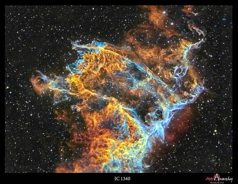 Jukka-Pekka Metsävainion palkitussa kuvassa on osa Joutsenen tähdistön supernovajäänteestä.
