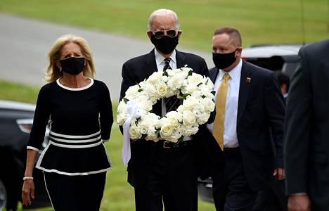 Joe Biden yhdessä vaimonsa Jill Bidenin kanssa.