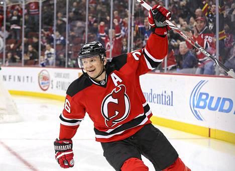 New Jerseyn Patrik Elias tuulettaa 400. NHL-maaliaan.