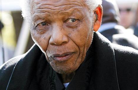 Nelson Mandela on joutunut taas sairaalahoitoon. Kuva keväältä 2010