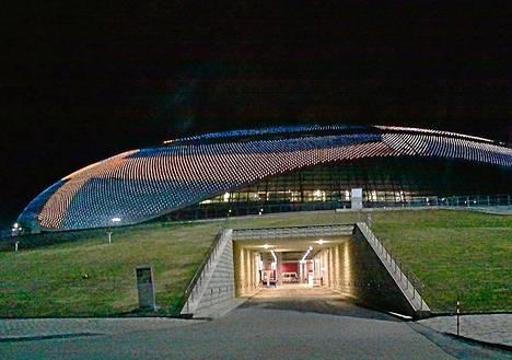 Sotšin olympialaisia varten rakennettu Bolšoi-areena on upea näky iltavalaistuksessa. Suomi pelaa tänään Sotšissa Venäjää vastaan.