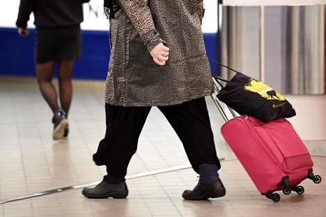 Viro estää ulkomaalaisten maahantulon tiistaista alkaen.