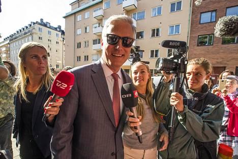 Trumpin panttivankikysymysten erityisedustaja Robert C. O'Brien saapui oikeustalolle Tukholmassa perjantaina.