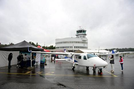 Malmin lentokenttä ja Tecnam P2006T -kone 13. elokuuta 2016.