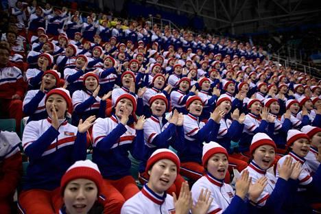 Pohjois-Korean cheerleaderit olivat paikalla, kun Etelä-Korea kohtasi Tšekin miesten alkulohkopelissä.