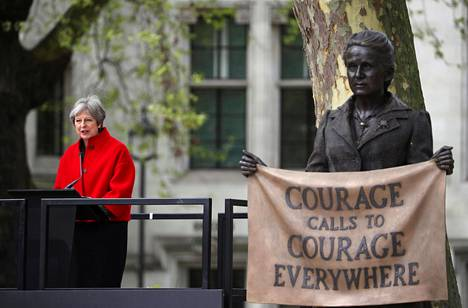 Britannian pääministeri Theresa May puhui Millicent Fawcettin patsaan paljastamistilaisuudessa Lontoossa.