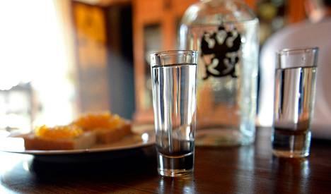 EU:n harkitsemat tuontipakotteet koskisivat muun muassa vodkaa, kaviaaria, turkiksia ja timantteja.