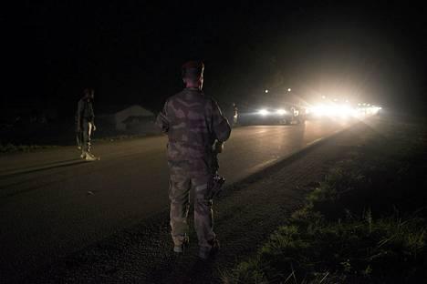 Ranskalaisjoukot saapuvat Keski-Afrikan tasavaltaan Kamerunin rajalla.