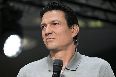 Jari Litmanen oli Kampissa esittelemässä Mestarien liigan pokaalia viime vuonna.