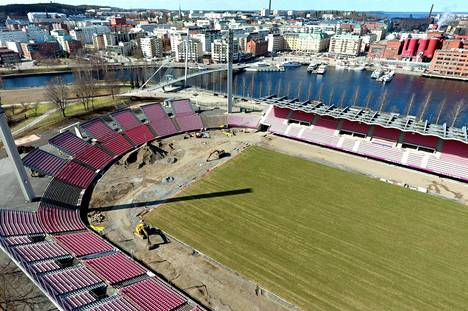 Ratinan stadionin remontti valmistui kesällä. Kuvassa stadion keväällä remontin ollessa vielä käynnissä.