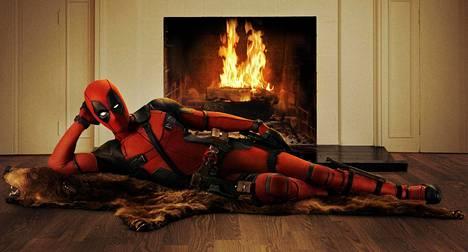 Elokuvan mainosmateriaaleissa Deadpool nähdään muun muassa pinup-asennossa.