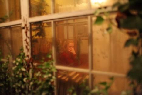 Elisabeth Moss näyttelee pääosaa elokuvassa Shirley.