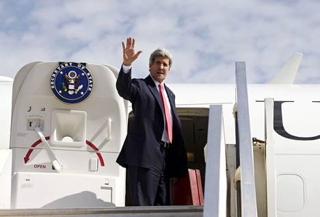 Yhdysvaltain ulkoministeri ja rauhanvälittäjä John Kerry vilkutti poistuessaan Israelista huhtikuun alussa.