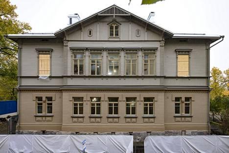 Puistokatu 4:n ulkoasu kadulle päin on saatu remontoiduksi likimain valmiiksi. Puuosan toisen kerroksen sivummaiset ikkunat tulivat esiin seinärakenteista remontin yhteydessä. Ne kunnostettiin ja palautetaan käyttöön.