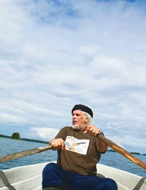 """Heikki Turusen kalastus päättyi tänä kesänä Seija-rouvan määräyksestä, koska saalista tuli liikaa. """"Sano että turpaan tullee, vie helevettiin ne luikerosi."""""""