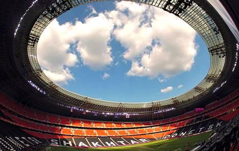 Ukrainan liigassa pelaavan Šahtar Donetskin hulppea 50000 ihmistä vetävä Donbass-areena on miljardööri Rinat Ahmetovin rakennuttama.