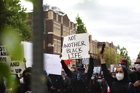 Black Lives Matter -mielenosoitukset ovat levinneet Yhdysvalloista myös Kanadan Torontoon.