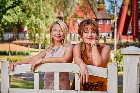 Minisarjan päärooleissa ovat muun muassa Helena Bergström ja Maria Lundqvist.