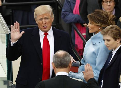 Yhdysvaltain presidentti Donald Trump vannoi virkavalansa Washingtonissa 20. tammikuuta 2017.
