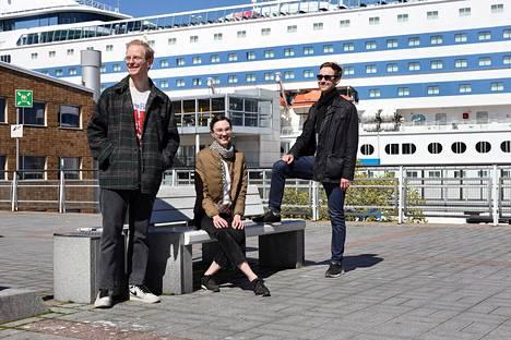 Mikko Mäkelä (vas.), Anna-Sofia Toivettula ja Santeri Juslin käyvät vain harvoin Ruotsissa, eivätkä siksi huolehdi risteilyliikenteen turvallisuudesta.