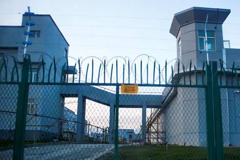 Kiina kutsuu leirejä, joihin on sijoitettu uiguuri- ja muita muslimivähemmistöjä, uudelleenkoulutuskeskuksiksi. Kuvan leiri on kuvattu syyskuussa 2018 Xinjiangissa Länsi-Kiinassa.