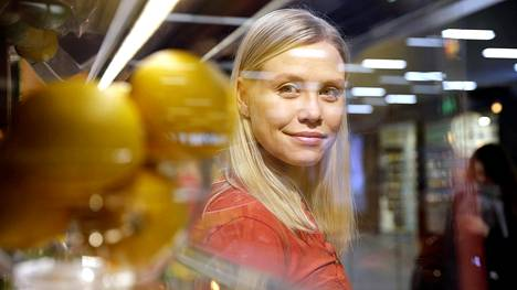Noora Fagerström mehubaarissa Helsingin Lauttasaaressa.