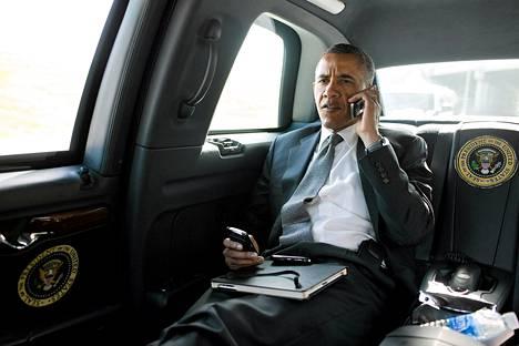 Yhdysvaltain presidentti Barack Obaman nimissä on twiitattu noin 5 000 kertaa. Obaman Twitter-sivulla mainitaan, että hänen kampanjatiiminsä hallinnoi tiliä.