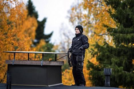 Nuohooja Tiia Karvanen työssään viime lokakuussa.