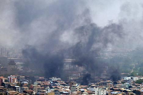 Savu peitti Tamwen aluetta Yangonissa lauantaina kun turvallisuusjoukot jatkoivat mielenosoitusten tukahduttamista.
