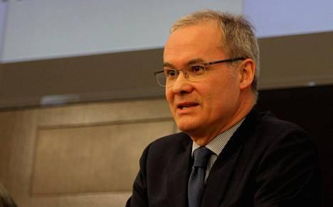 Uefan varapääsihteeri Giorgio Marchetti kertoi valmentajien sääntömuutosehdotuksesta.